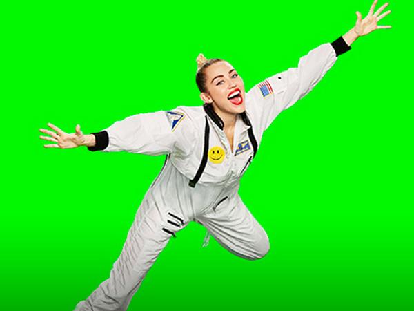 Dilarang Tampil, Miley Cyrus Malah Ditunjuk Jadi Host MTV Video Music Awards 2015
