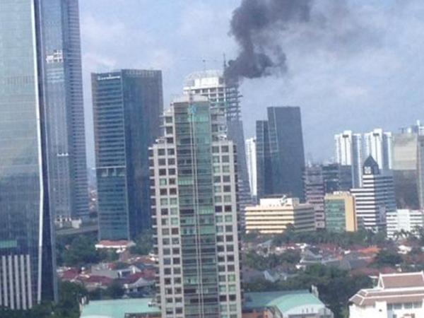 Gedung Baru Terbakar, Belasan Damkar Dikerahkan ke Menara Palma Kuningan