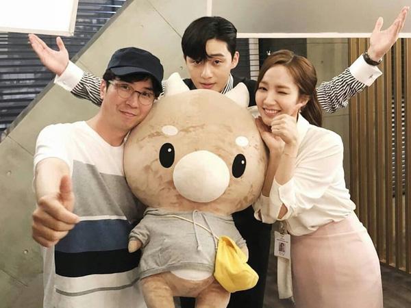 Sutradara 'Secretary Kim' Puji Habis Akting dan Chemistry Park Seo Joon dan Park Min Young