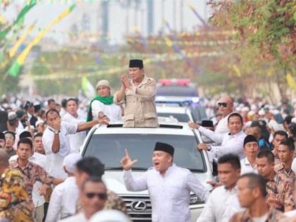 Prabowo Ungkap Alasan Punya Kebiasaan Lepas Baju Saat Bertemu Pendukung