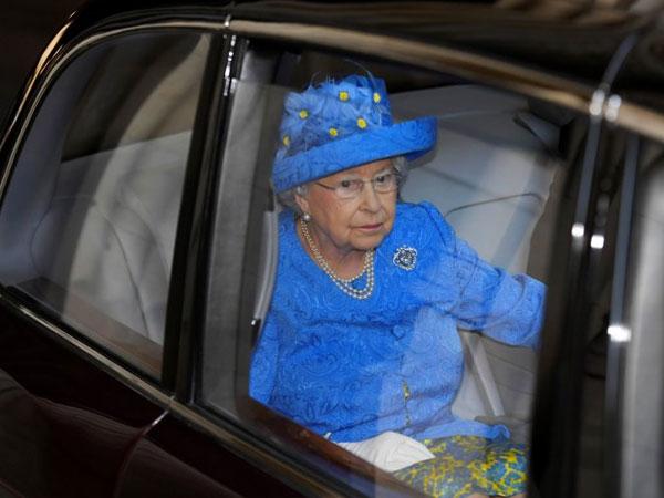 Duh, Ratu Elizabeth Dilaporkan ke Polisi Gara-gara Sabuk Pengaman!
