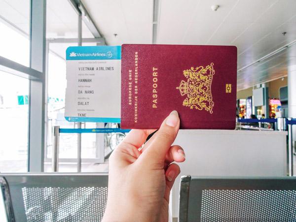 Suka Unggah Foto Tiket Pesawat di Media Sosial? Hati-hati Bahaya yang Mengintai