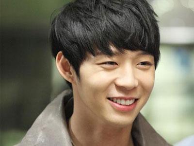 Wow, Yoochun JYJ Akan Lakukan Adegan Ranjang Dalam Film Debutnya!