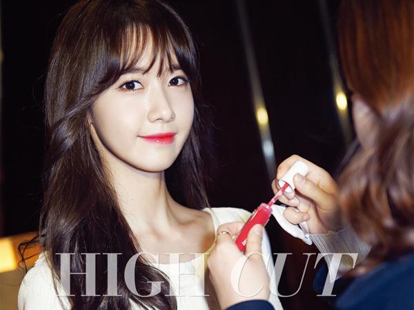 Tahan Manajernya Untuk Bertingkah Kasar Pada Fans, YoonA SNSD Tuai Pujian