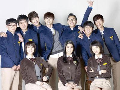 Para Bintang School 2013 Mendonasikan Gaji Mereka Untuk Amal