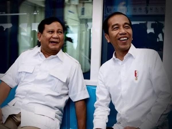 Unggah Foto Akrab, Prabowo Turut Ucapkan Bela Sungkawa Atas Meninggalnya Ibunda Jokowi