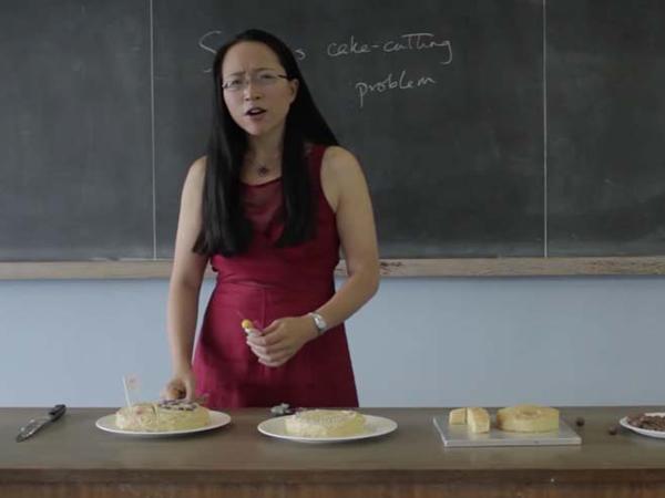 Dosen Ini Gunakan Makanan untuk Bantu Mahasiswanya Memahami Matematika!