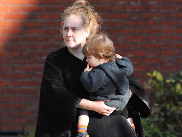 Intip Curhatan Adele Soal Sulitnya Menjadi Seorang Ibu