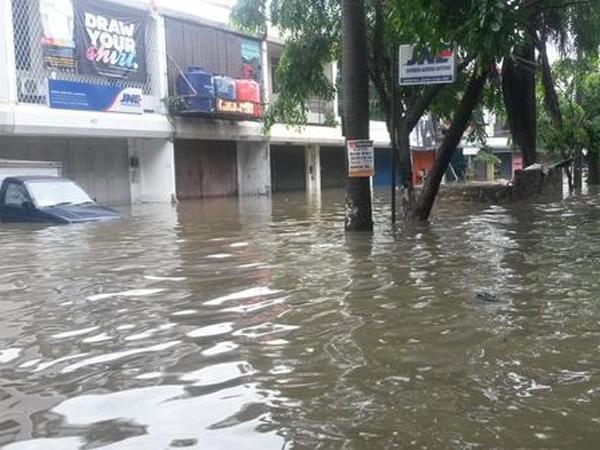 Inilah Titik Banjir di Jakarta yang Tak Bisa Dilalui Mobil