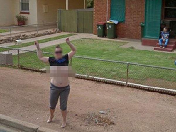 Pamer Dada dan Terekam di Google Street View, Wanita Ini Dituntut!