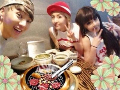 Sukses Debut, Kang Seung Yoon Dibuatkan Pesta Makan Malam Oleh Bom dan Dara 2NE1!