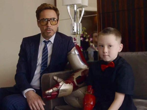 Mengharukan, Tony Stark Berikan Tangan Bioniknya Ke Anak Penyandang Disabilitas!