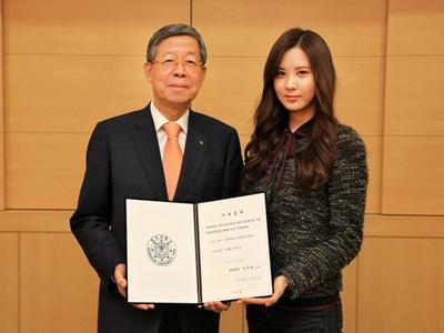 Wow, Seohyun SNSD Berikan Donasi 1M Untuk Program Beasiswa di Kampusnya!