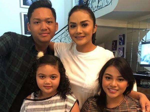 Viral Video Lawas Aurel dan Azriel Sebut Krisdayanti Selingkuh
