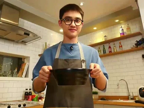 Makin Jago Masak, D.O EXO Siapkan Makanan untuk Sang Manager