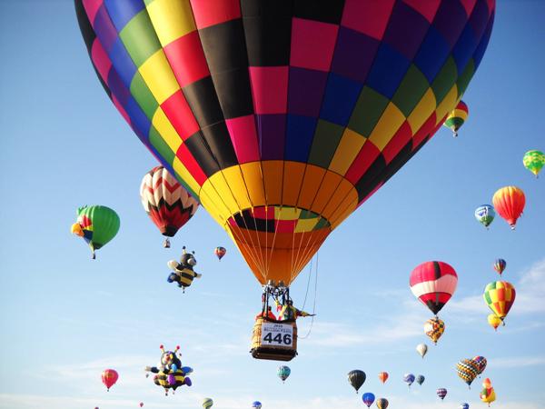 Hebat! Kakek 70 Tahun Ini Terbangkan Balon Udara di Bawah Tanah!