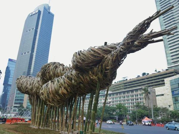 Karya Seni Bambu Percantik Kawasan Bundaran HI, Anies: Ini Tak Ternilai
