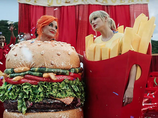 Taylor Swift Beri Kado Buatan Tangan untuk Anak Katy Perry