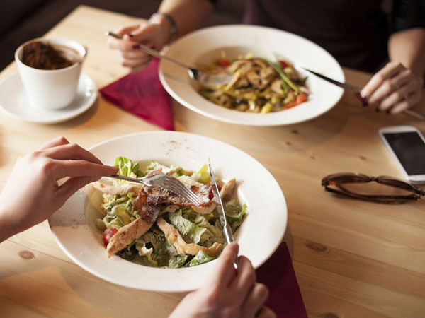 Cegah Makan Berlebihan Saat Buka dan Sahur di Bulan Puasa dengan Tips Sehat Ini