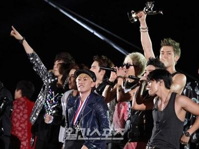 Super Junior Borong Piala Penghargaan di Golden Disk Awards 2013