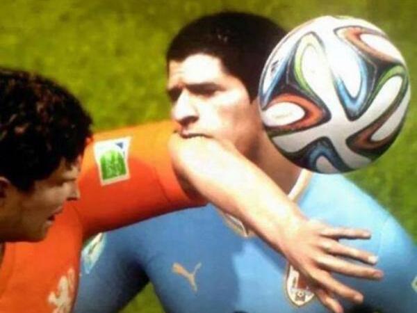Di Video Game Luis Suarez Juga Suka Gigit Pemain Lawan?
