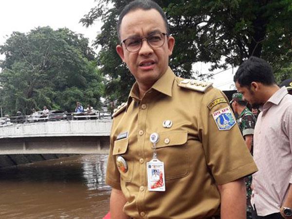 Pantau Hingga Dini Hari, Gubernur Anies Sebut Puncak Banjir Kiriman Sudah Lewat