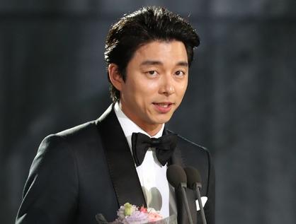Gong Yoo Ucapkan Permintaan Maaf Pada Sang Ibu di Panggung 'Baeksang Awards'