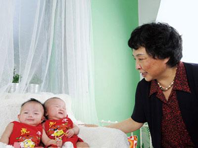 Usia 60 Tahun Lahirkan Kembar, Wanita Ini Jadi Ibu Tertua di China