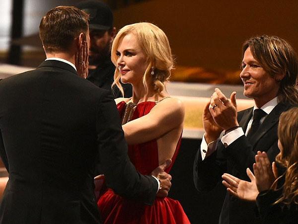 Bikin Heboh, Nicole Kidman Cium Mesra Aktor Tampan Ini di Depan Suami!
