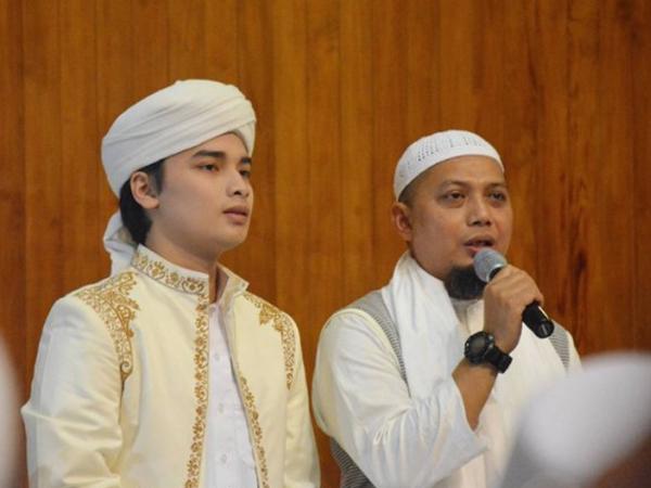 Masih 17 Tahun, Putera Sulung Ustaz Arifin Ilham Resmi Nikahi Gadis Mualaf Larissa Chou
