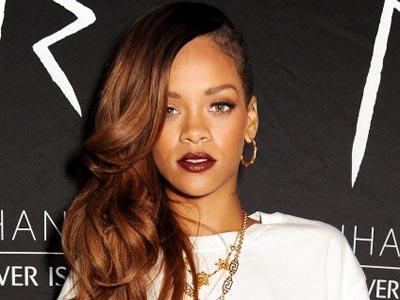 Putus dari Chris Brown, Rihanna Tampil Lebih Ceria
