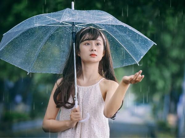 Intip Tips Perawatan Kulit Wajah di Musim Hujan, Dari Skincare Hingga Pola Makan