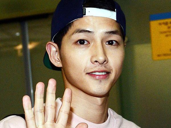 Tampil Santai di Depan Publik, Song Joong Ki Tertangkap Pergi Belanja Bulanan