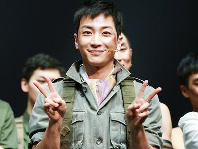 Wah, Leeteuk SuJu Raih Penghargaan Aktor Musikal Pendatang Baru Terbaik!