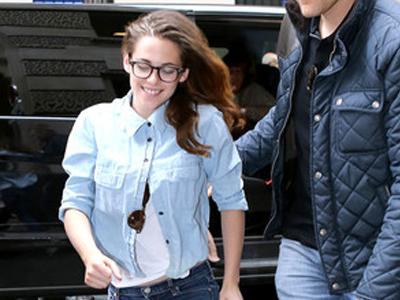 Rob Masih Jomblo, Kristen Stewart Tersenyum Lebar