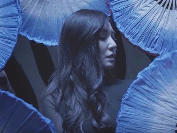 MV Kolaborasi Dirilis, Tiffany SNSD Tampilkan Tarian Sexy nan Elegan Dihadapan Far East Movement!