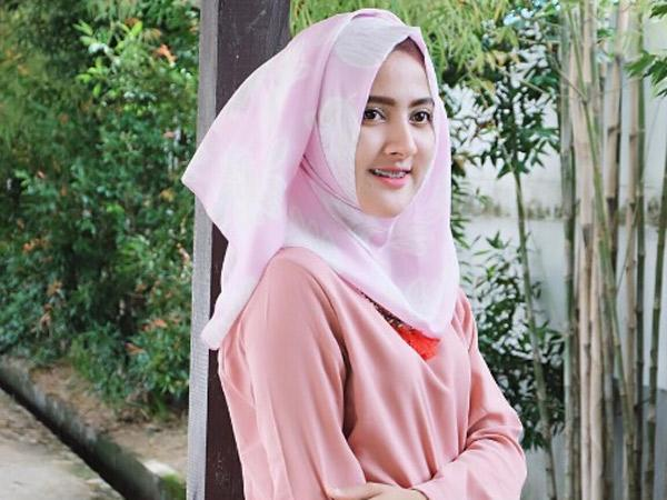 Tepis Pipi Chubby Dengan Tren Gaya Hijab Ini