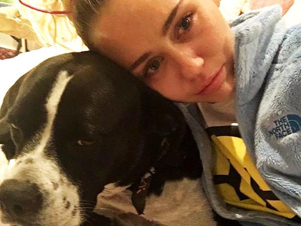 Donald Trump Resmi Jadi Presiden, Miley Cyrus Unggah Video Dengan Isak Tangis