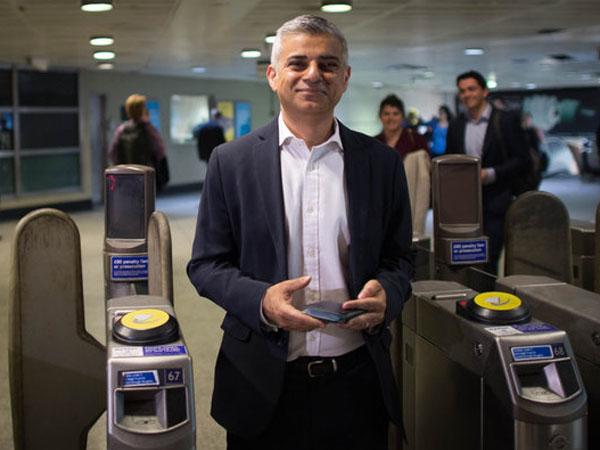 Hidup Sederhana, Sadiq Khan Wali Kota Muslim London Berangkat Kerja Naik Kendaraan Umum
