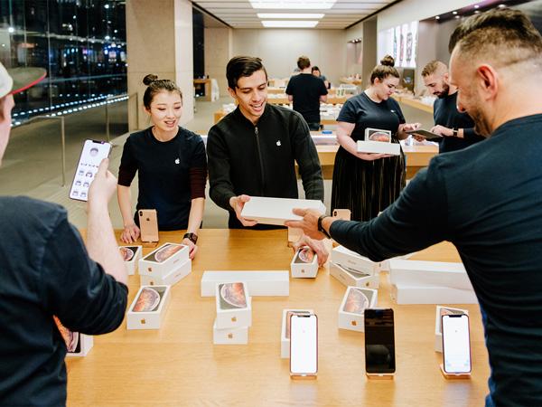 Berburu iPhone Anyar ke Luar Negeri, Banyak Pembeli Asal Indonesia Terciduk Bea Cukai