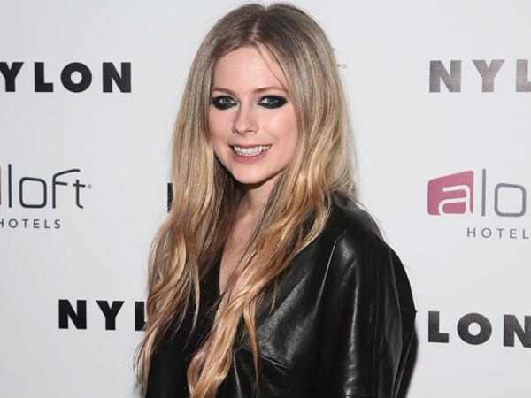 Digosipkan Vakum dari Musik Karena Hamil dan Rehabilitasi, Ini Kata Avril Lavigne!
