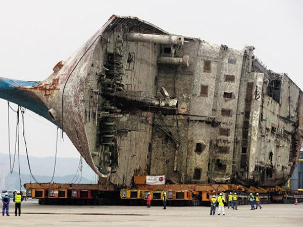 Akhirnya 'Mendarat', Begini Kondisi Bagian Dalam Bangkai Kapal Feri Sewol