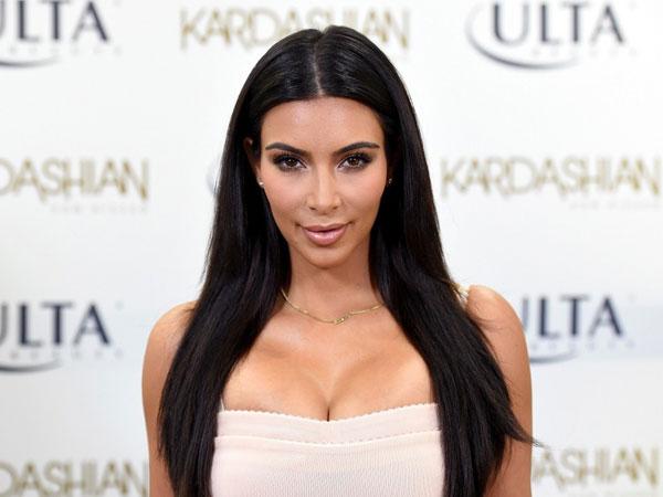 Ini Curhatan Kim Kardashian Dibalik Foto Keluarganya Yang 'Damai'