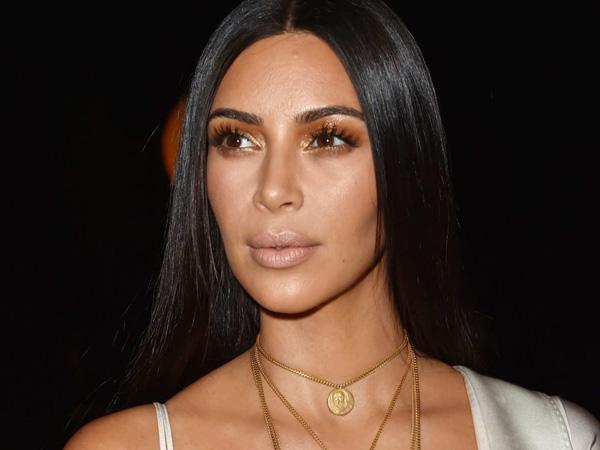 Muncul Perdana di New York Usai Insiden Perampokan, Kim Kardashian Tampil 'Tertutup'