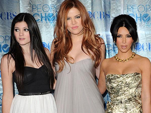 Duh, Kim Kardashian bersama Adik-adiknya dan North West Terlibat Kecelakaan Mobil!