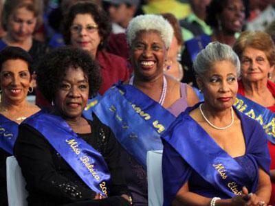 Nenek 65 Tahun Jadi Juara Kontes Kecantikan
