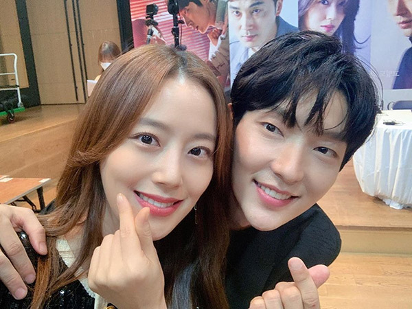 Lee Jun Ki dan Moon Chae Won Berbagi Kesan Manis Usai Main Drama Flower of Evil