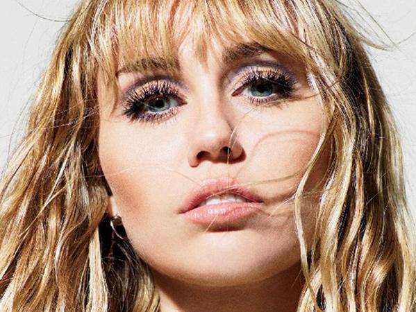 Miley Cyrus Buka-Bukaan Masih Tertarik dengan Wanita Meski Sudah Menikah