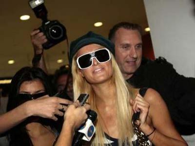 Paris Hilton Ngeles Dituduh Ejek Kaum Gay