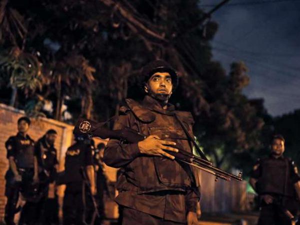 Sempat Foto Bahagia, Ini Penampakan Para Pelaku Sebelum Penyanderaan Bangladesh